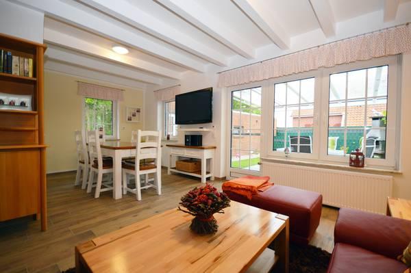 ferienhaus m wenschiss in norden norddeich wohnung f r 6. Black Bedroom Furniture Sets. Home Design Ideas